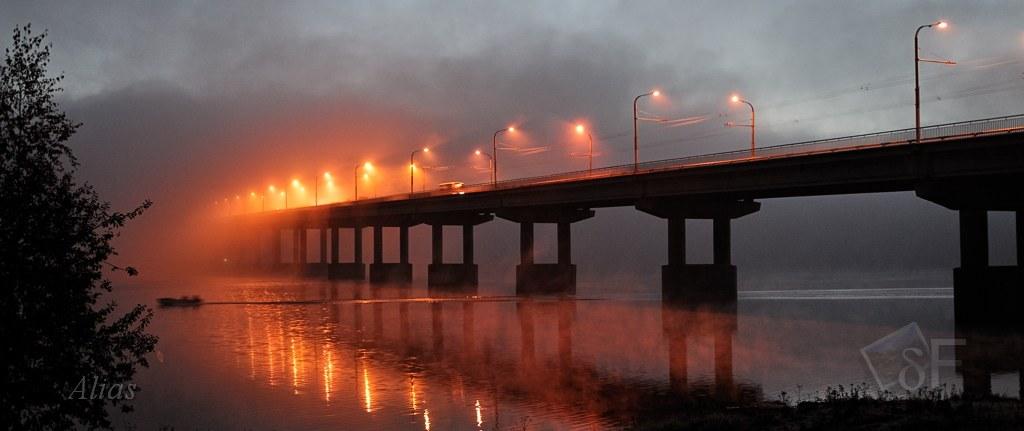 Мост через Волгу в огнях