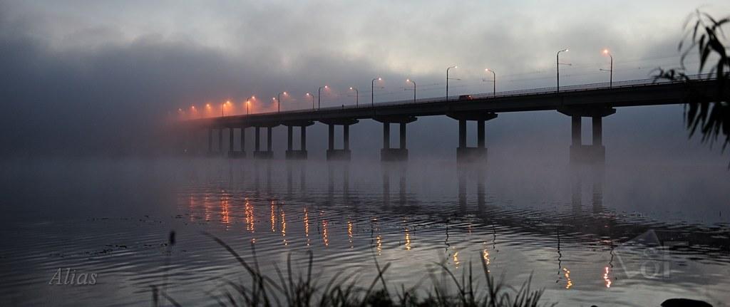 Мост через Волгу в тумане