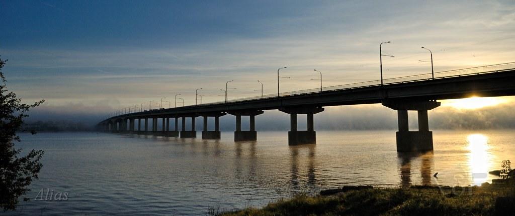 Мост через Волгу на рассвете