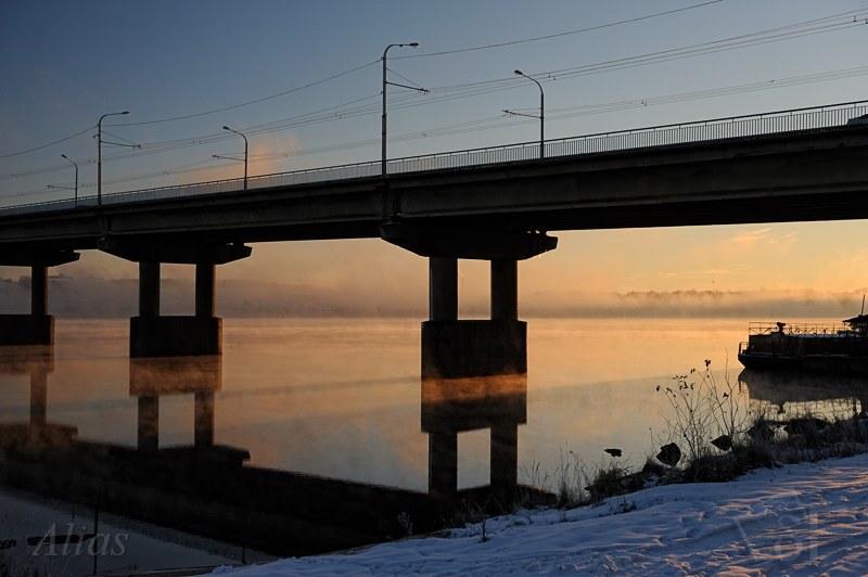 Парящая река в морозное утро