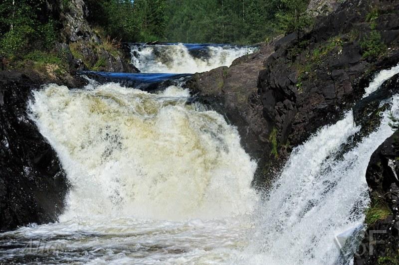 Каскады водопада Кивач