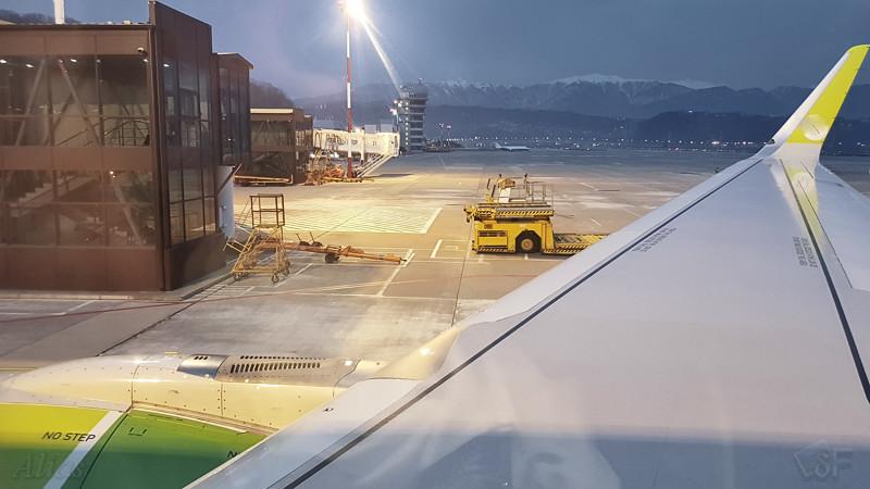 Аэропорт Сочи - Адлер в иллюминаторе