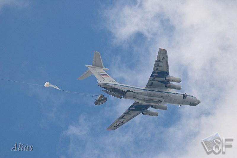 Выброска боевой техники с ИЛ-76